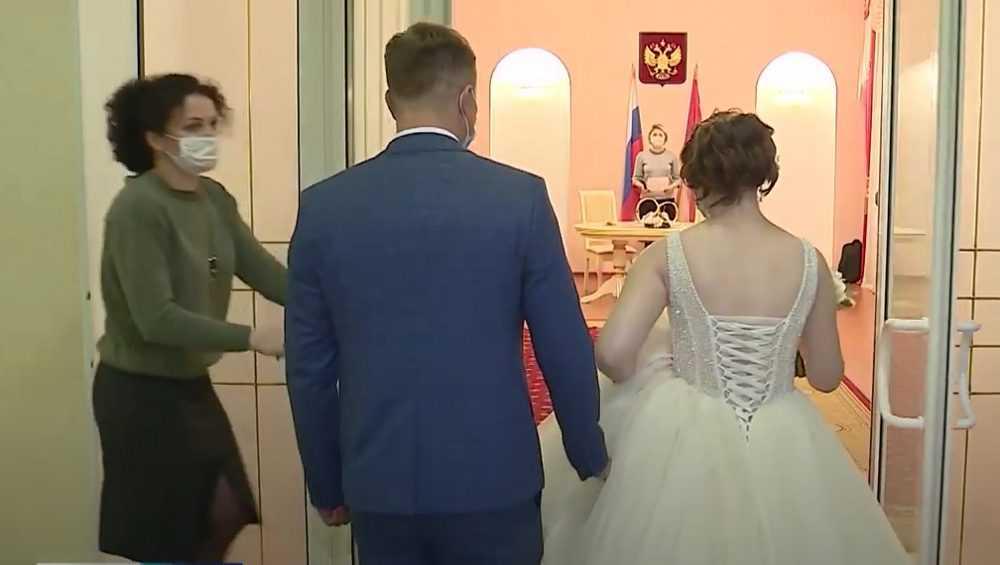 В Брянске вчера произошел свадебный бум