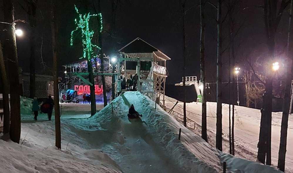 В брянском парке «Лапландия» открыли горку для катания на ватрушках