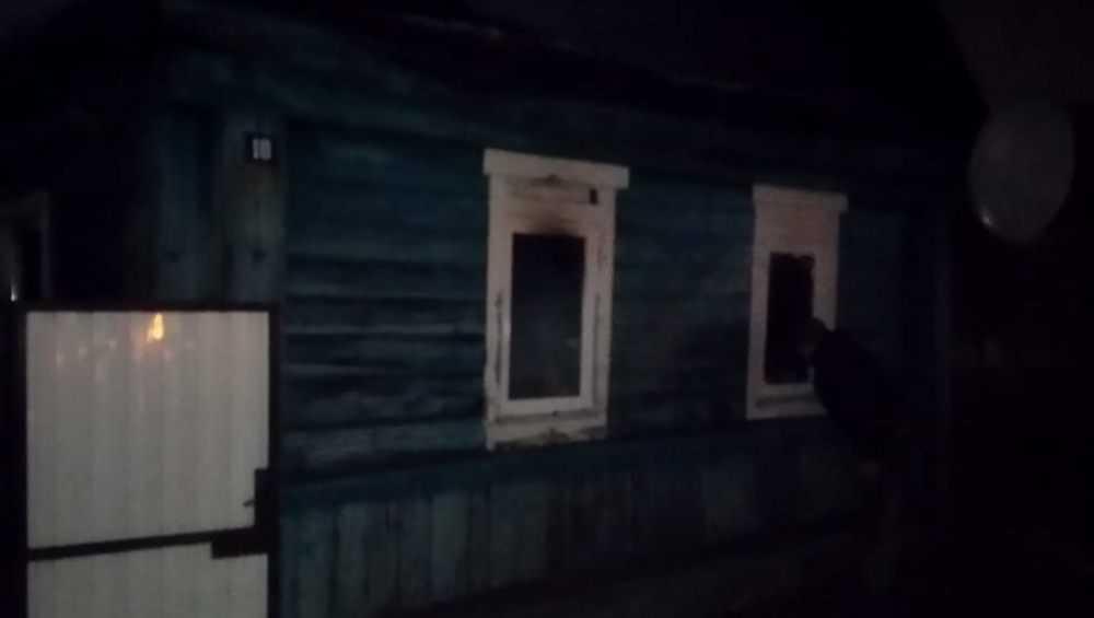 В Трубчевске при пожаре в частном доме пострадали его жильцы