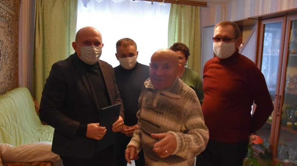 Дятьковского юбиляра поздравили с 85-летием