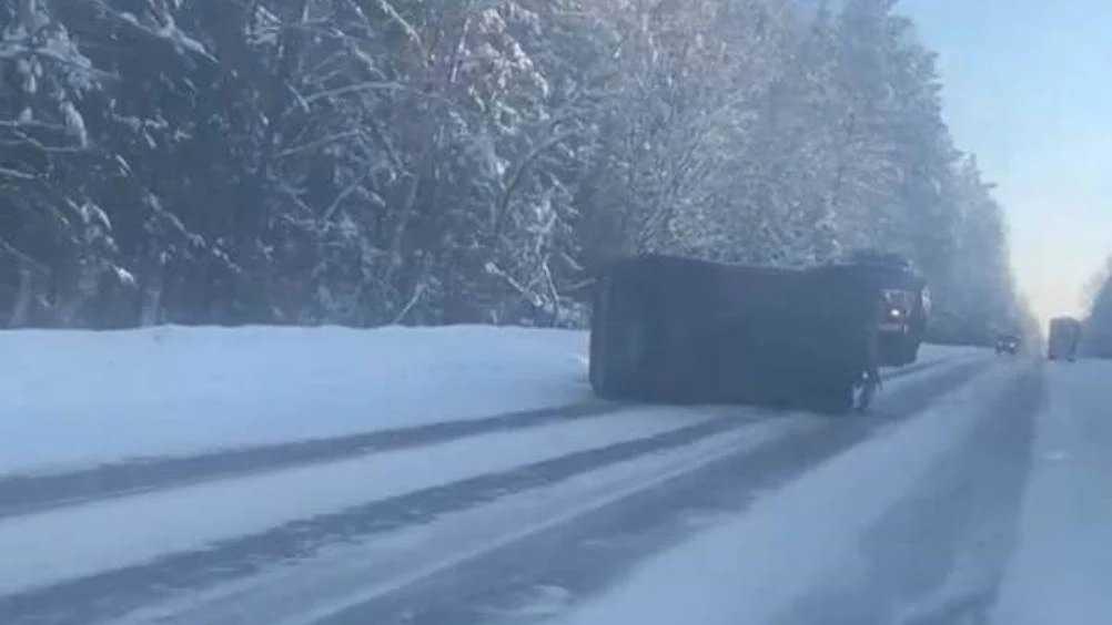 В ДТП с лесовозом под Брянском покалечился 70-летний водитель ВАЗа