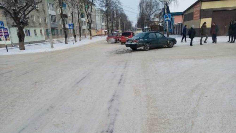 В Новозыбкове юный водитель ранил автомобилистку