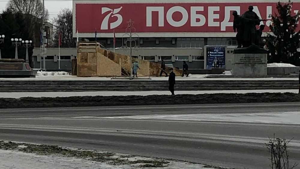 На площади Партизан построят ледяную горку