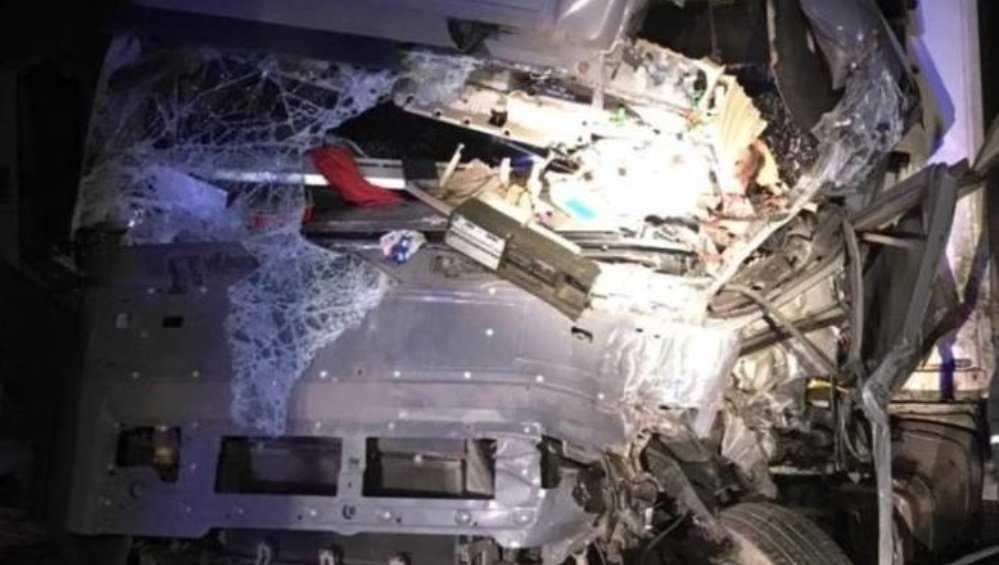 Под Брянском 53-летний дальнобойщик погиб при столкновении фур