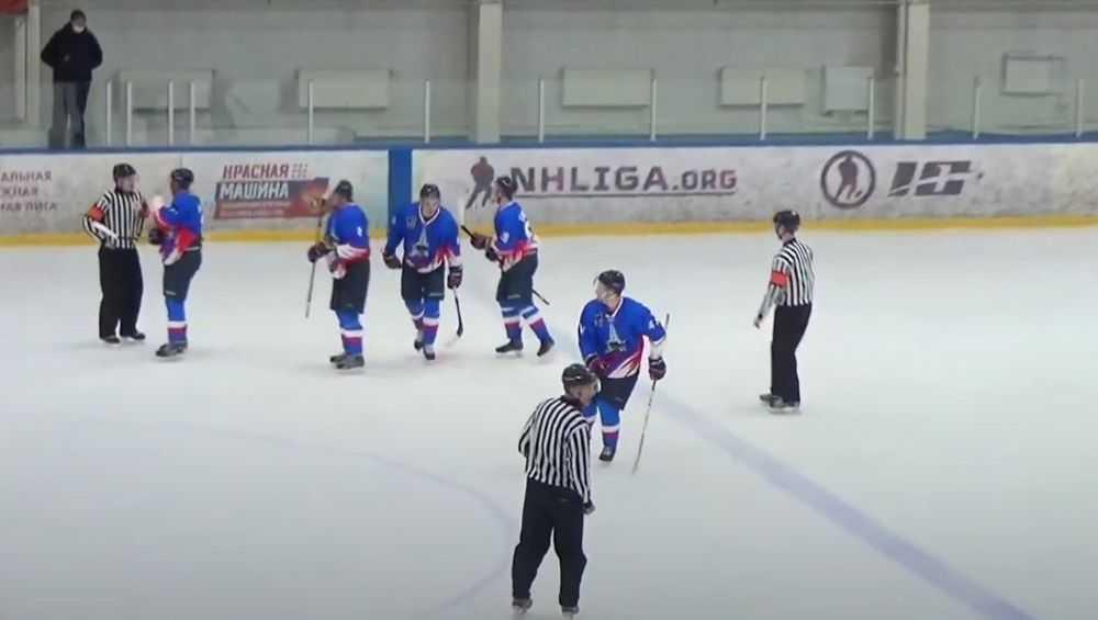 Брянские хоккеисты наконец одержали победу