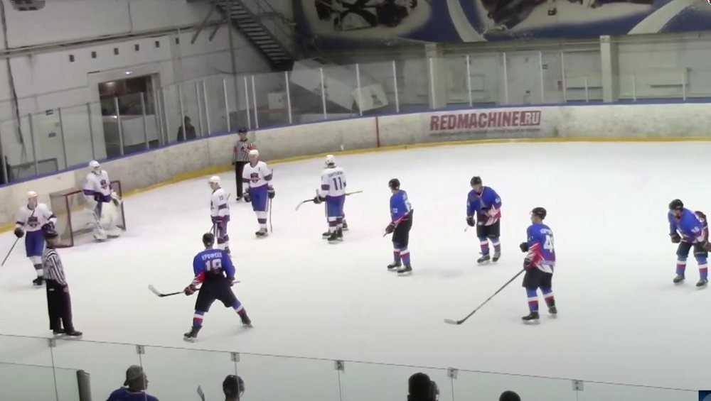 Брянские хоккеисты на своем льду продолжили серию поражений