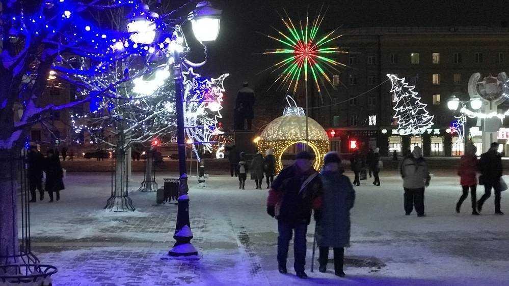 В Брянске украшения на бульваре Гагарина продлили новогоднее очарование