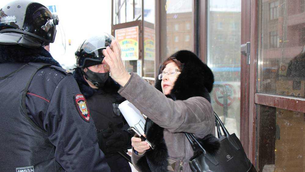 В Брянске на акции протеста задержали Галину Жильникову