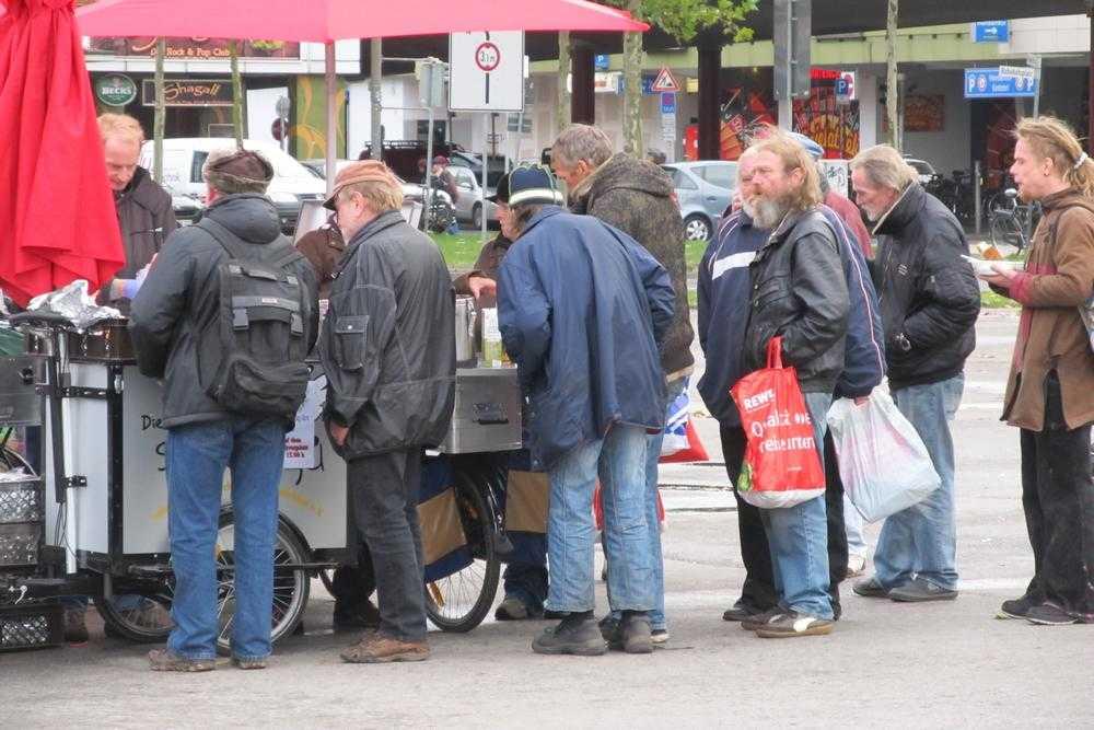 Германия. Очередь за бесплатной похлебкой в Бремене