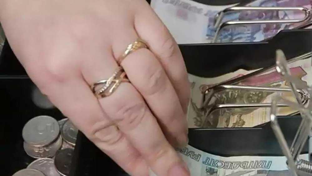 В Брянске товаровед магазина смошенничала на 224 тысячи рублей