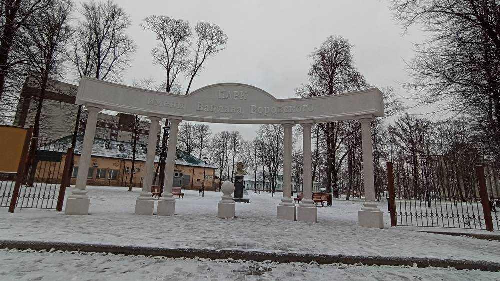 Жителей Клинцов возмутили ворота обновлённого городского парка