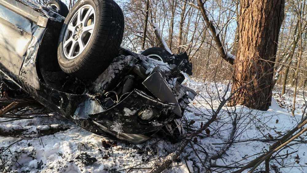 Под Климовом в опрокинувшемся автомобиле покалечилась пенсионерка