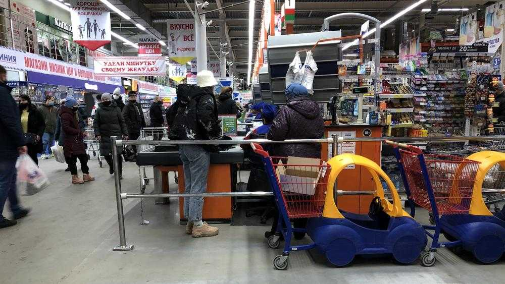 В Брянске магазины и кинозалы вновь наполнились посетителями