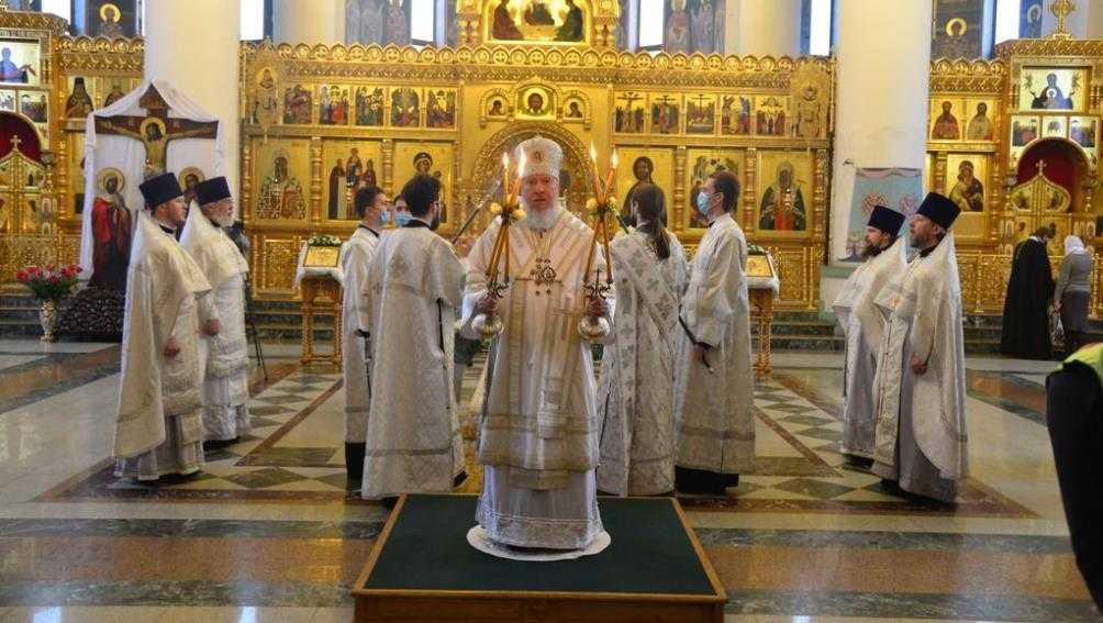 В брянском храме митрополит совершил литургию в праздник Крещения