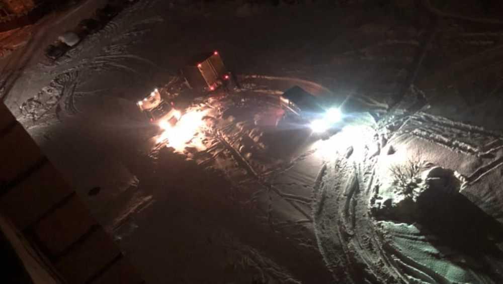 В Брянске лужа на улице Медведева стала проклятьем для водителей