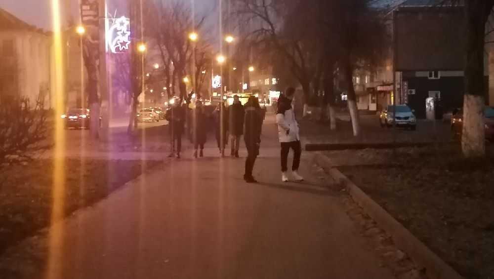 Жители Клинцов пожаловались на подростков с петардами