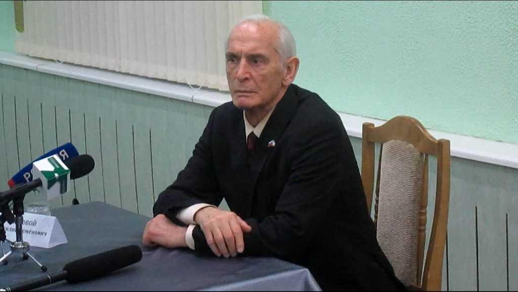 Брянский губернатор выразил соболезнования супруге актёра Василия Ланового