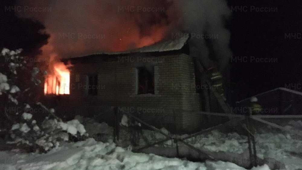 Под Жуковкой в загоревшемся частном доме погиб мужчина
