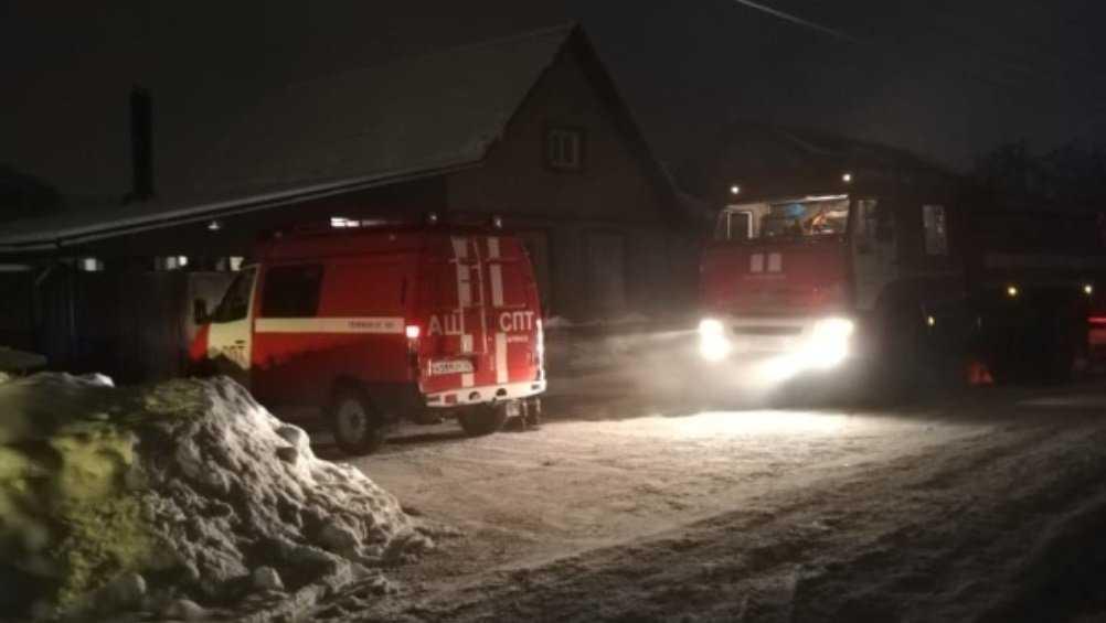 В Советском районе Брянска сгорел жилой дом – пострадал человек