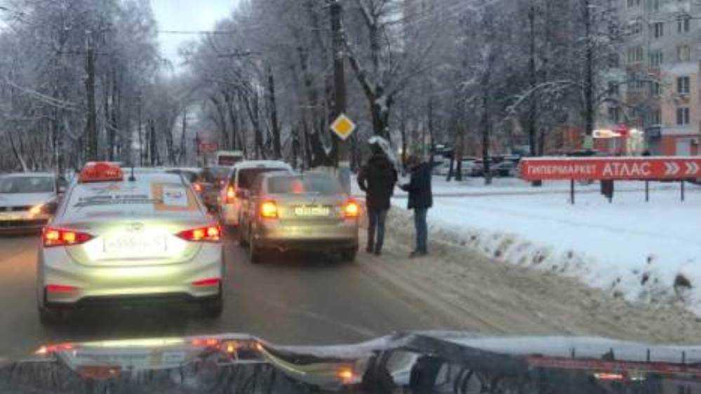 В Брянске из-за ДТП возле БГУ образовалась пробка