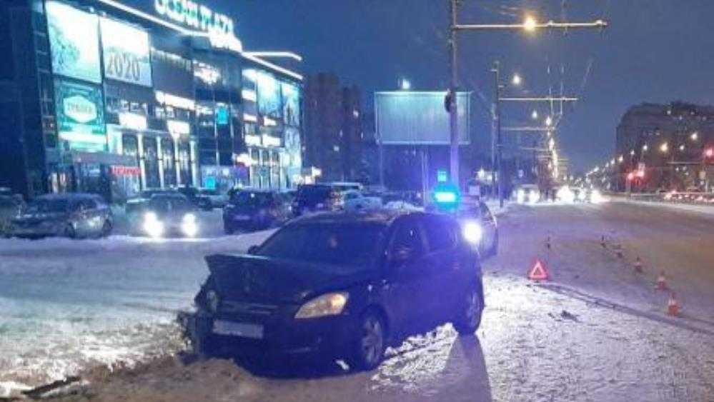 В Брянске Lada после столкновения с Kia сбила пенсионерку на тротуаре