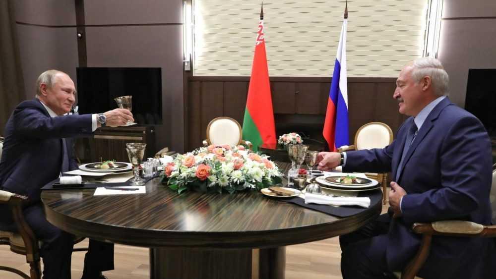 Лукашенко заявил, что пьет алкоголь только в двух случаях
