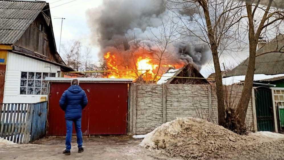 В Фокинском районе Брянска загорелся жилой дом