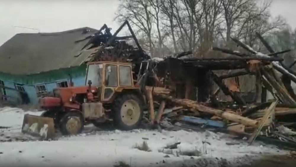 В Локте снесли сгоревшую школу
