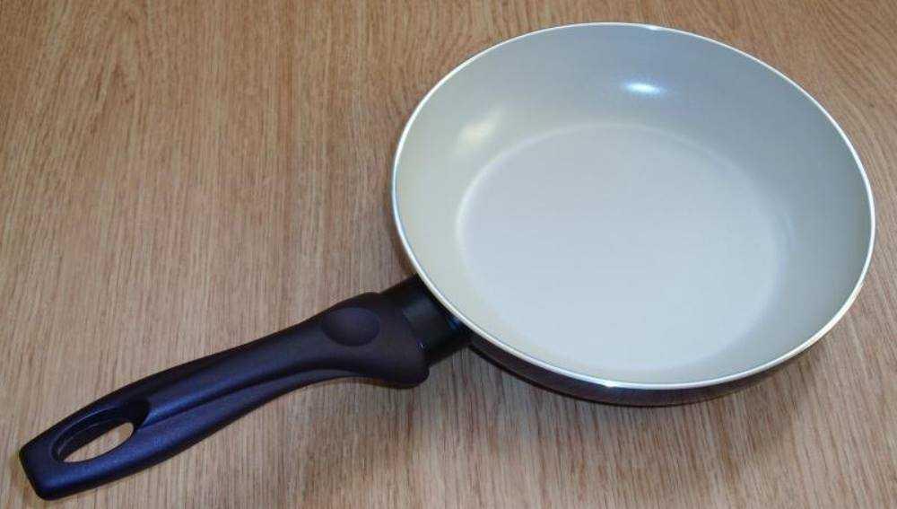 В Клинцах две женщины похитили сковороду у посетителя ресторана