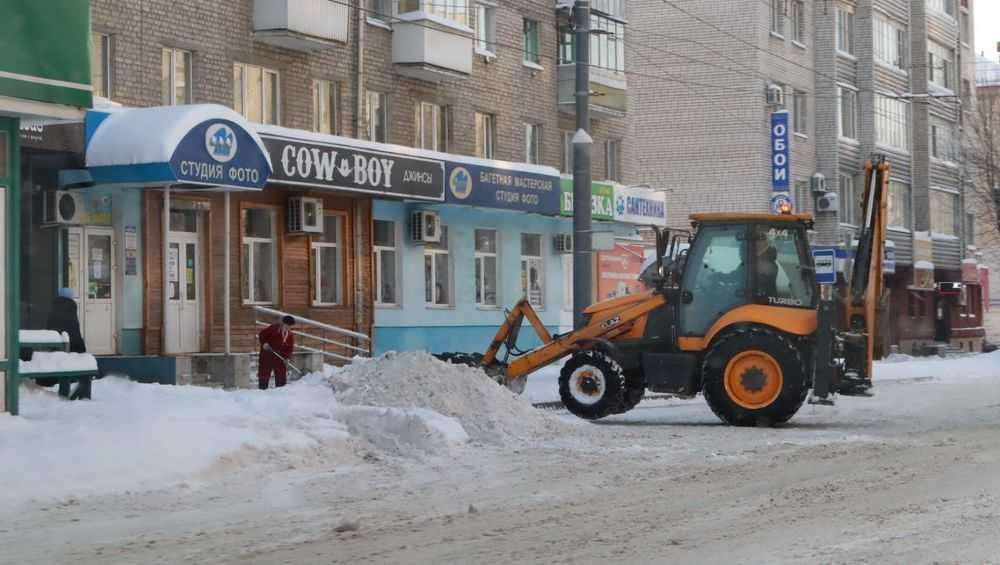 В Брянске с городских улиц за 3 дня вывезли более трёх тысяч тонн снега