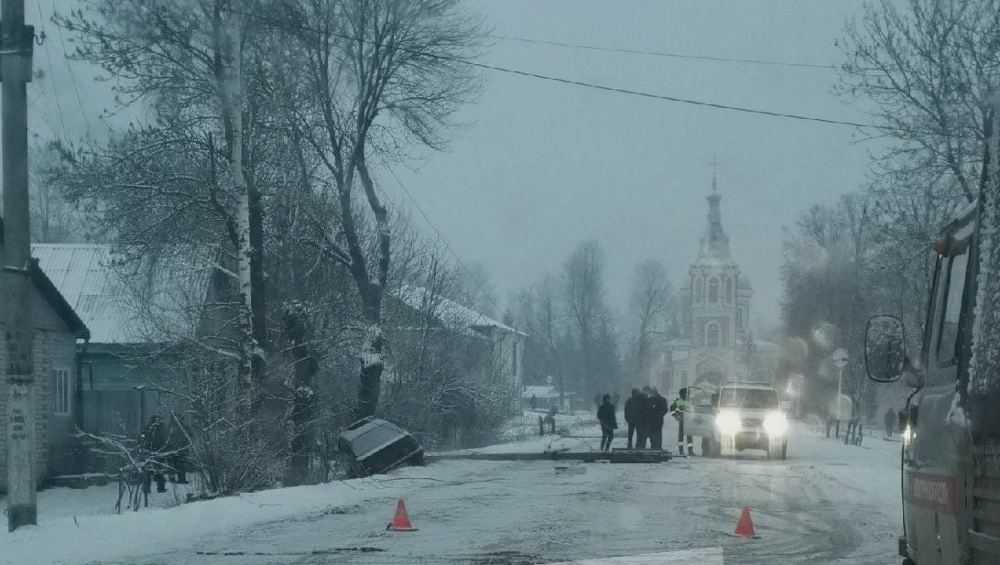 В Новозыбкове энергетики подсчитают ущерб от сбитых в ДТП опор