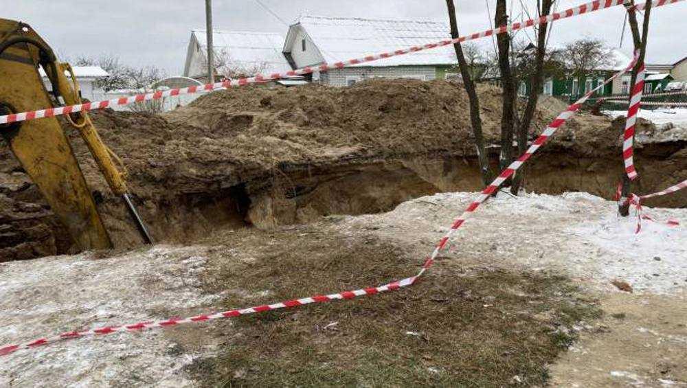 Горводоканал заверил в безопасности глубокой траншеи в Брянске