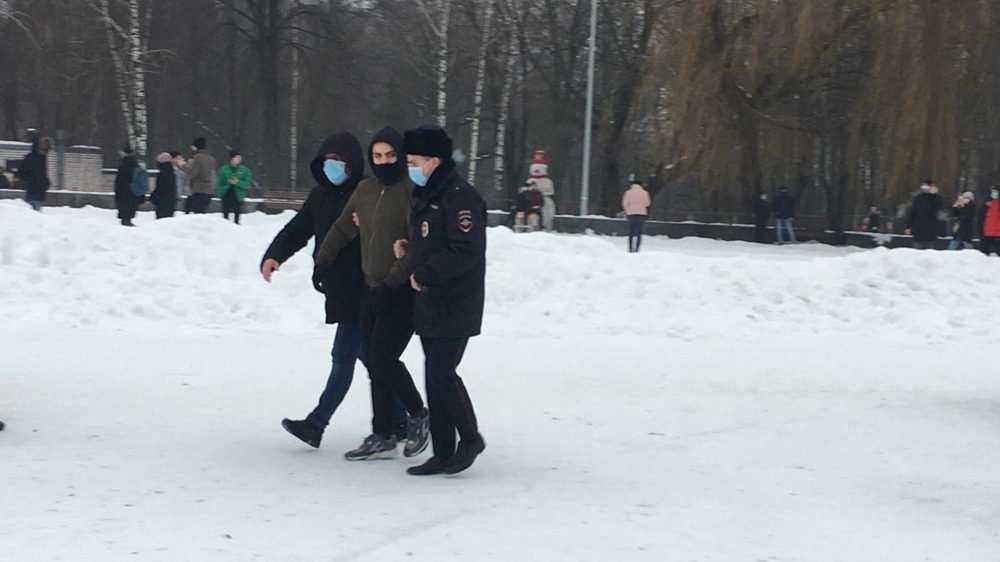 В Брянске после незаконной акции задержали митингующих