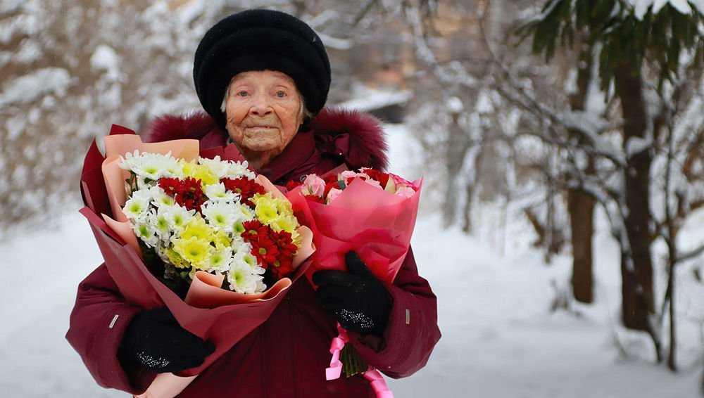 Жительница Брянска Зинаида Плюснина отпраздновала свое 100-летие