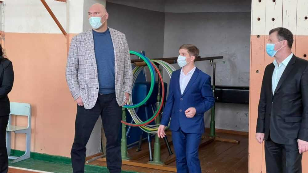 Николай Валуев побывал в сельских школах Почепского и Трубчевского районов