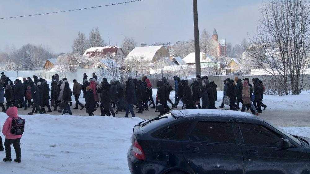 В Дятьковском районе простились с погибшими от наркотиков студентами