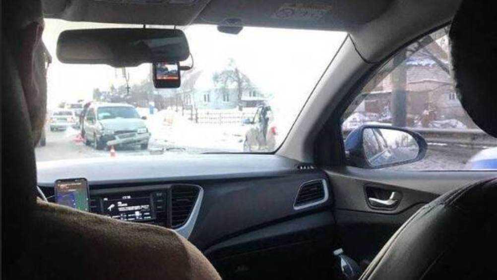 В 10 микрорайоне Брянска столкнулись два автомобиля