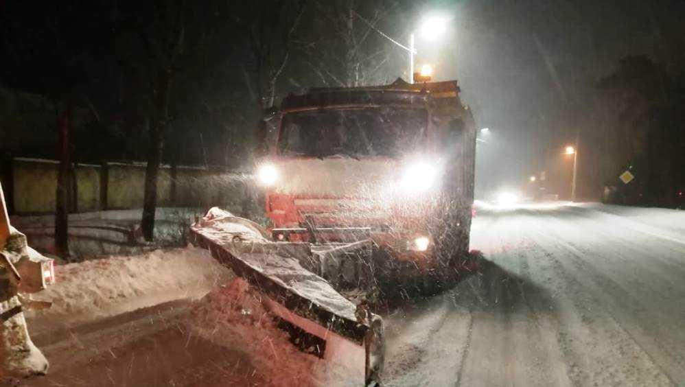 В Брянской области на борьбу со снегом вывели 299 машин