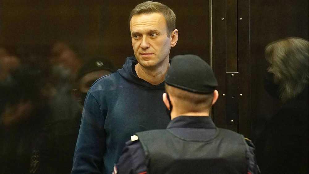 Суд решил рассмотреть дело по иску Навального к Пескову