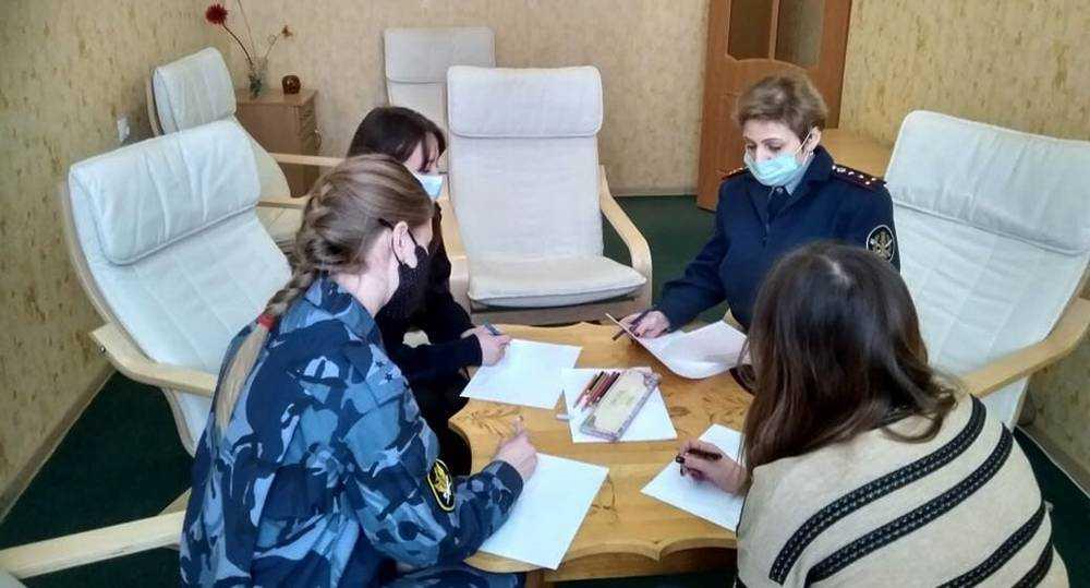 Психологи ИК-5 провели практические занятия с молодыми сотрудниками учреждения