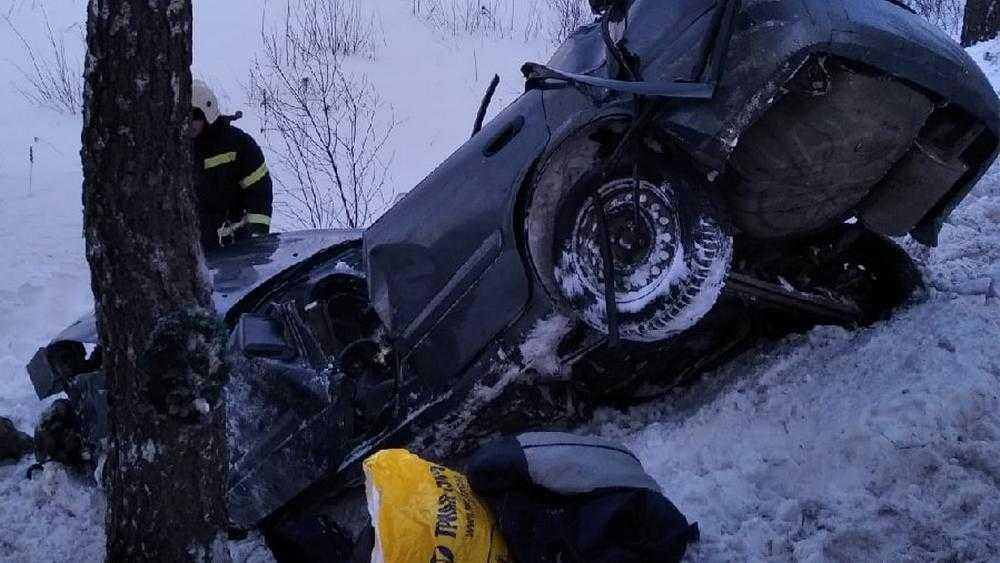 Под Брянском при столкновении трех автомобилей погиб 49-летний водитель