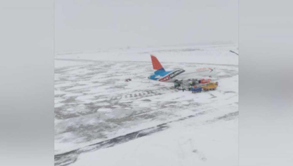 Брянский аэропорт в условиях снегопада продолжает работу в обычном режиме