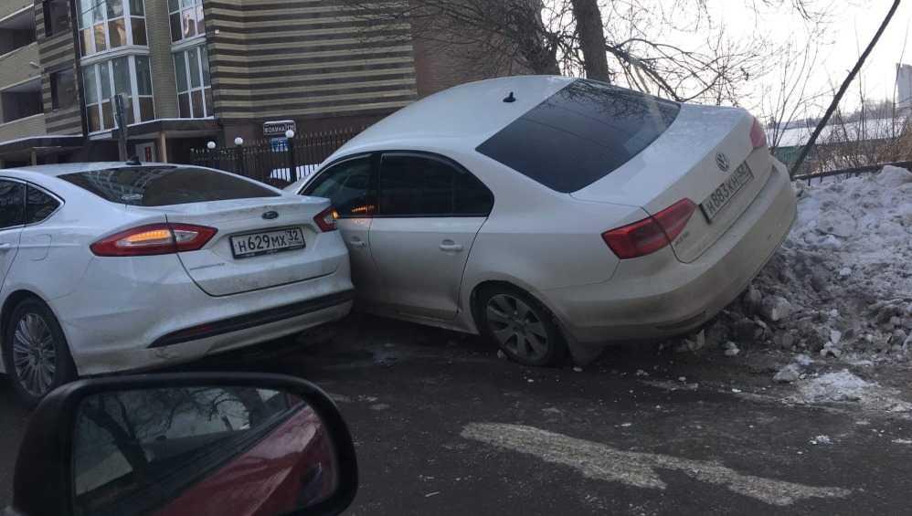 В Брянске из-за ДТП на улице Фокина образовалась огромная пробка