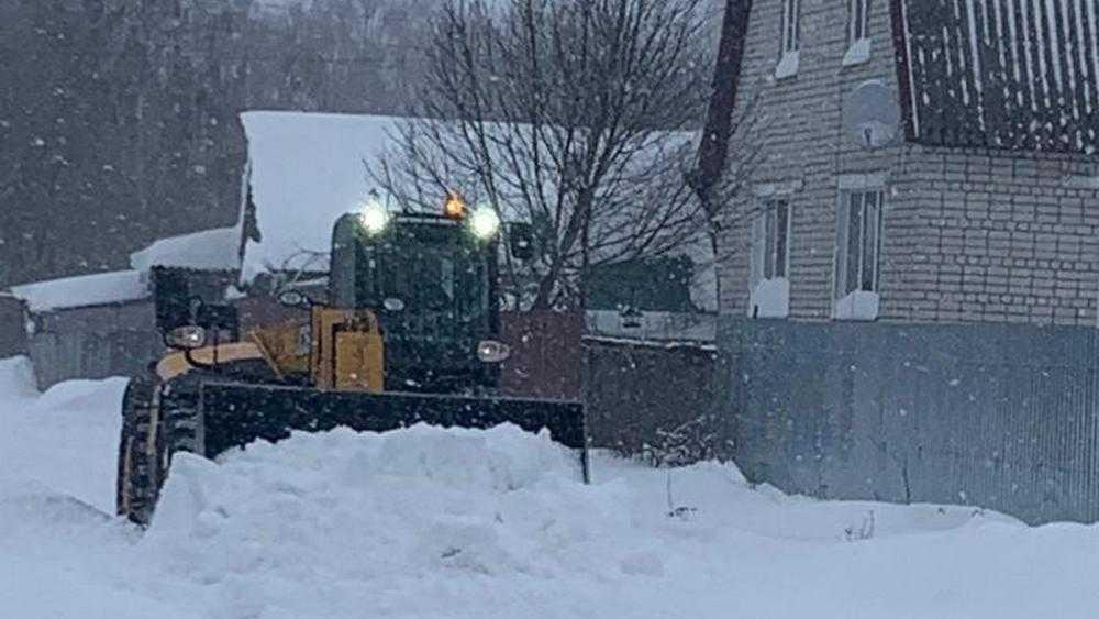 Засыпанным снегом брянским селам пришли на помощь сельхозпредпрития