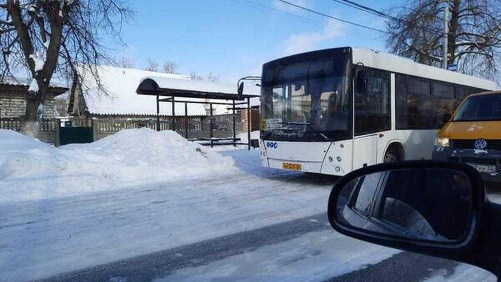 В Бежицком районе Брянске автобус врезался в маршрутку