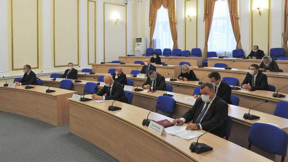 В брянском правительстве образовалось две вакансии заместителей губернатора