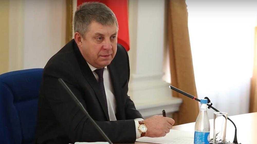 «Будете деньги воровать?!»: брянский губернатор выстегал чиновников