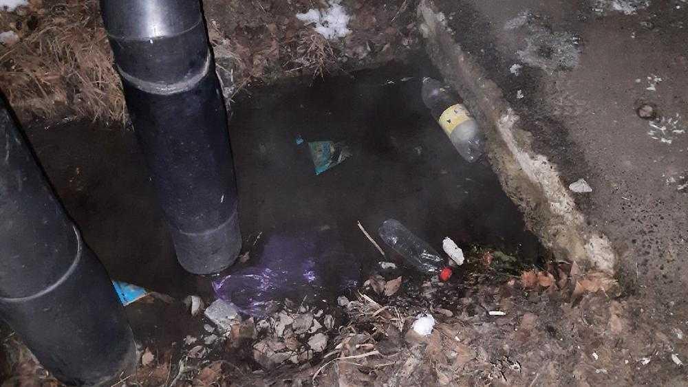 В Брянске возле школы №66 прорвало трубопровод с горячей водой