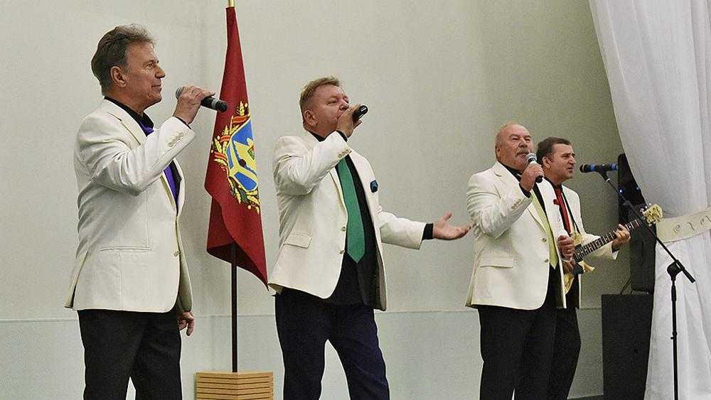 Брянский ансамбль «Стожары» поздравит женщин с 8 Марта концертом