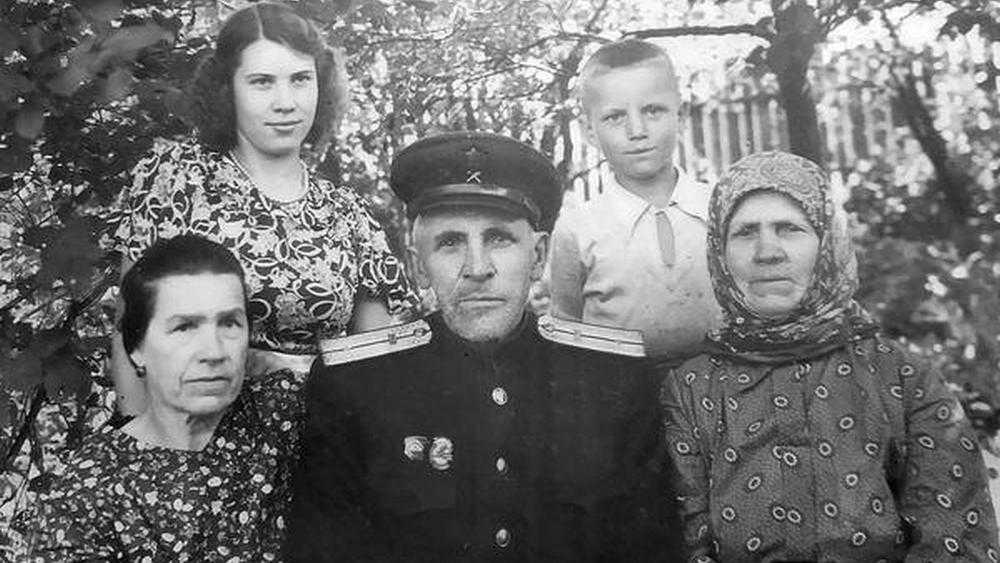 В Новозыбкове стали искать родственников семьи, снятой много лет назад